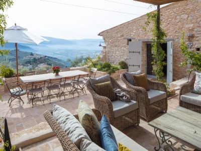 TERAZZO SEATING WITH VIEW